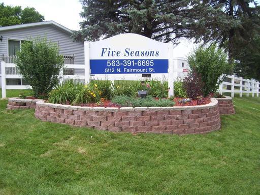 five seasons mhc 16 homes available 5112 north fairmount avenue davenport ia 52806. Black Bedroom Furniture Sets. Home Design Ideas